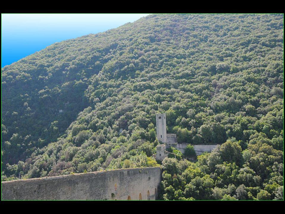 Johann Wolfgang von Goethe séjourna à Spoleto en 1786 et décrivait avec admiration le Pont des Tours dans son « Voyage en Italie »