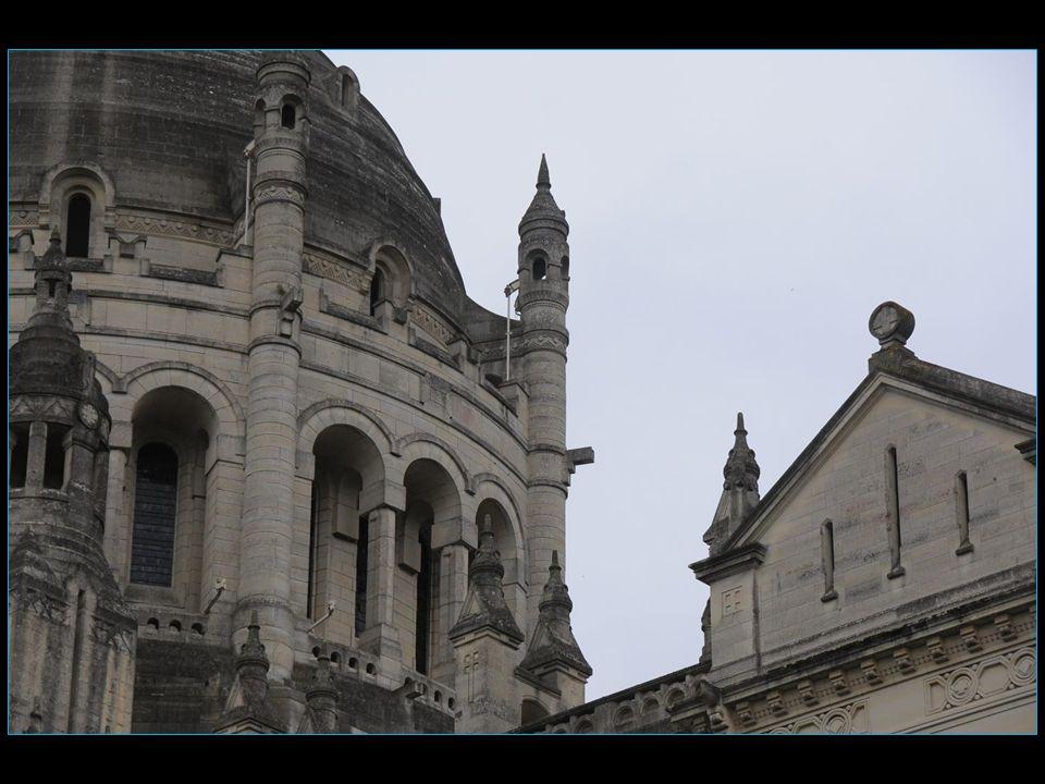 Le 02 juin 1980, le pape Jean-Paul II vient à Lisieux lors de sa première visite officielle en France