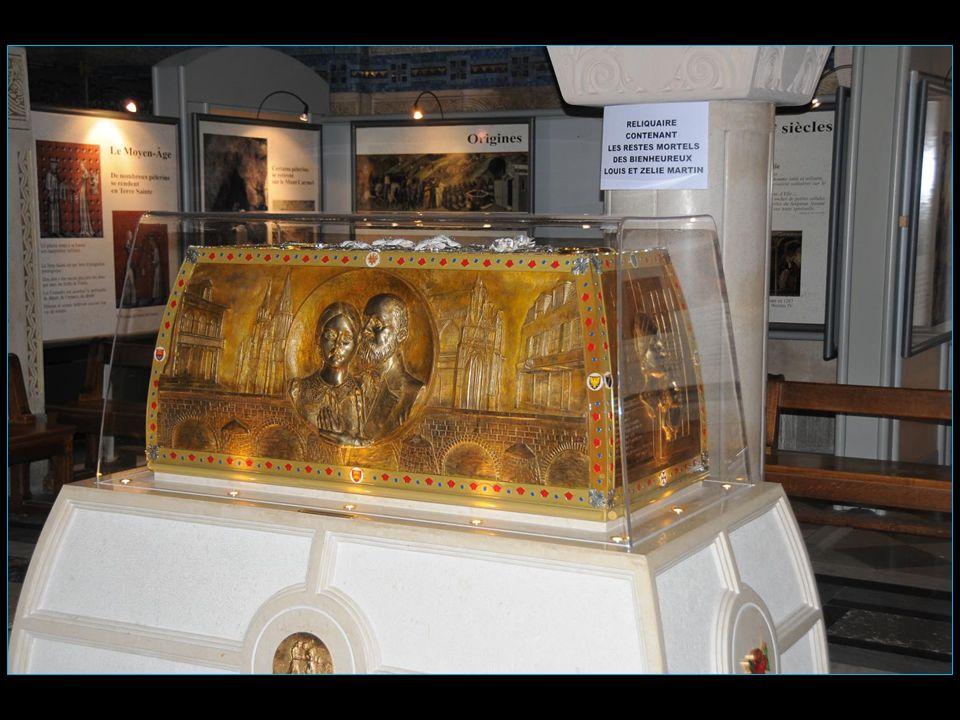 La crypte détient depuis 2008 la châsse des Bienheureux Louis et Zélie Martin parents de sainte Thérèse