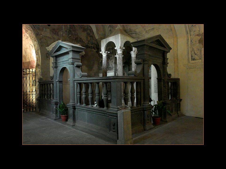 En été 1264, un prêtre de Bohème, Pierre de Prague, sarrêta à Bolsena pour célébrer la Messe dans Léglise consacrée à Sainte Christine.