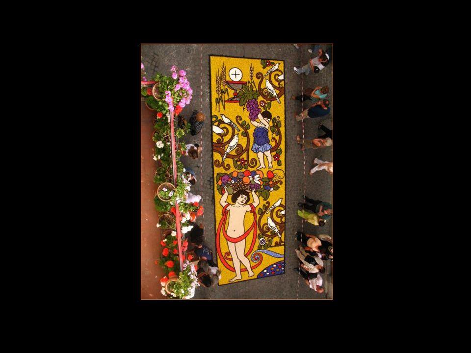 Le jour de La Fête Dieu, Bolsena se caractérise par la réalisation de tapis de fleurs