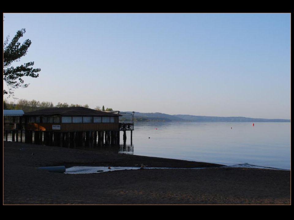 Il passe pour le plus grand lac volcanique dEurope.