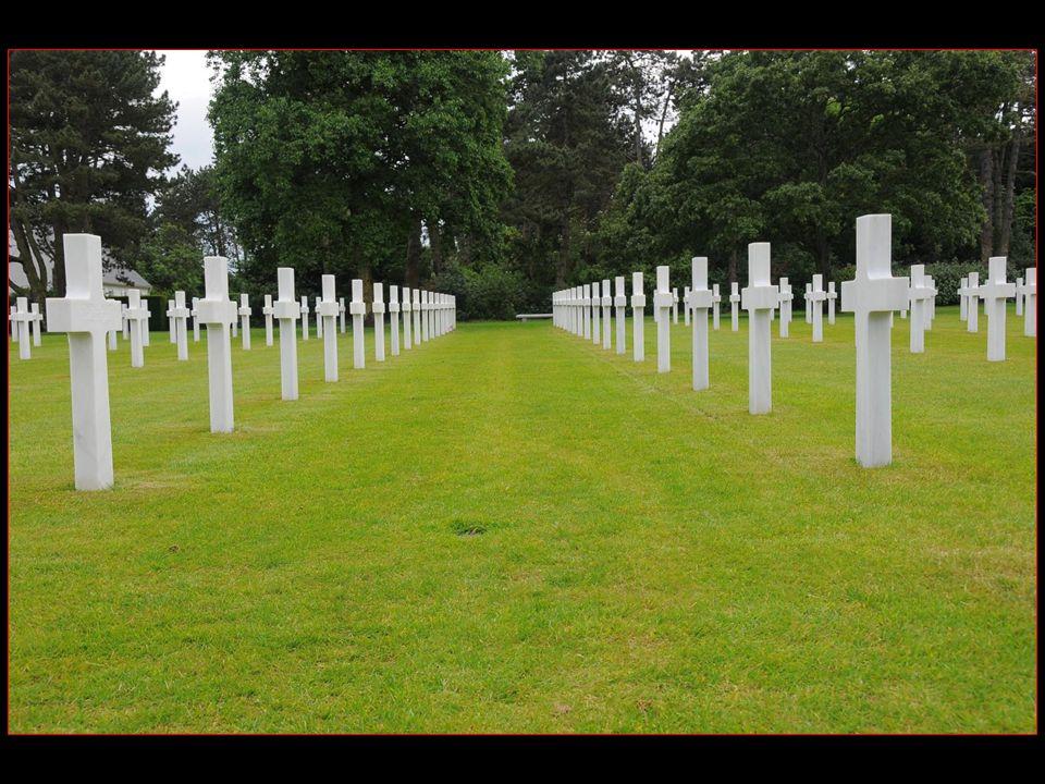 A lorigine près de 25000 tombes au cimetière américain mais les dépouilles denviron 14000 soldats ont été rapatriées aux Etats-Unis à la demande de leurs proches