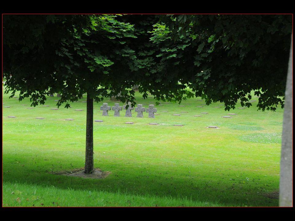 cimetière allemand de la Cambe dune superficie de 7 ha, achevé et inauguré en septembre 1961
