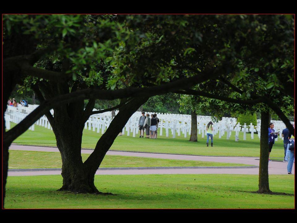 Inauguré le 19 juillet 1956 avec son mémorial, ce cimetière honore les soldats Américains morts pendant la bataille de Normandie