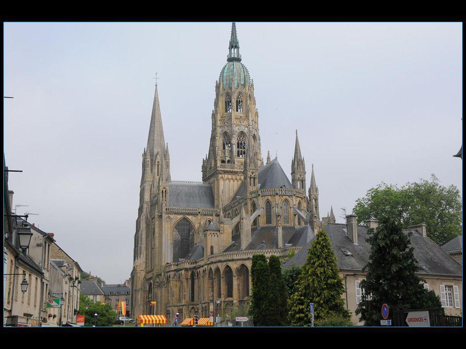 La cathédrale Notre Dame est lun des chefs dœuvre de larchitecture romane et gothique romane.