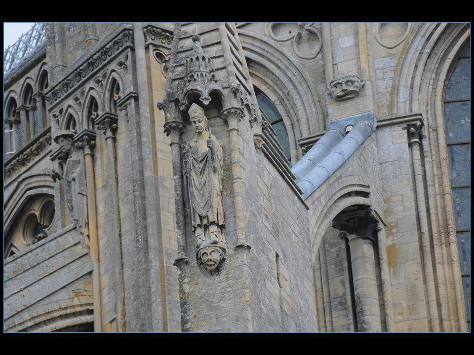 La cathédrale Notre Dame du XI au XV mes siècles darchitecture romane et gothique romane