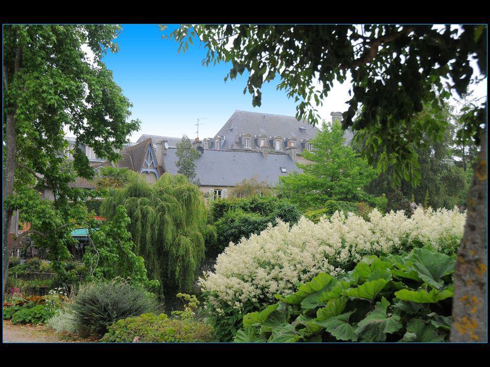 Les voyages BUCHARD LA NORMANDIE Eté 2013 Bayeux défilement automatique