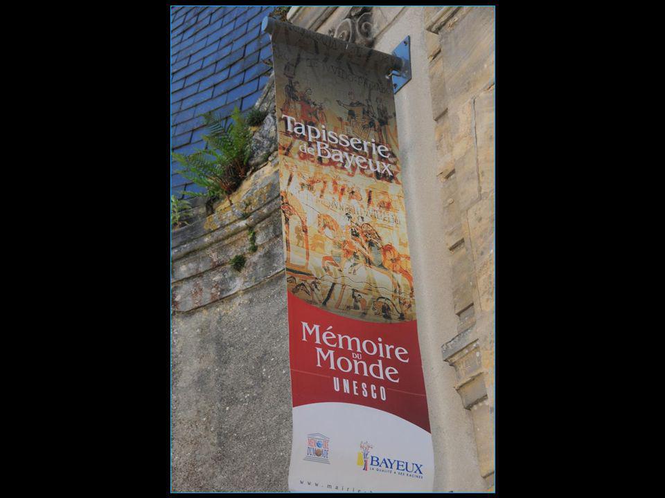 Bayeux est célèbre pour sa tapisserie retraçant sous forme de broderie la conquête de lAngleterre par Guillaume le Conquérant, exposée au Centre Guillaume le Conquérant et inscrite depuis 2007 au registre Mémoire du monde de lUNESCO