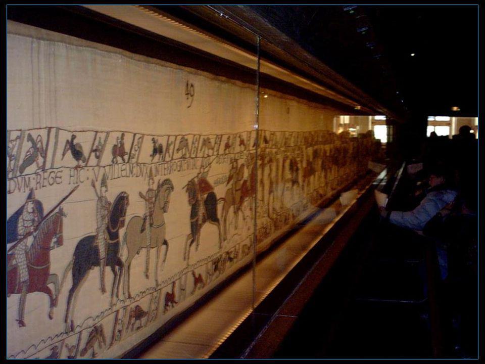 La Tapisserie de Bayeux est une broderie constituée de 9 panneaux en lin, dune longueur de 68,30 mètres et large denviron 50 cm