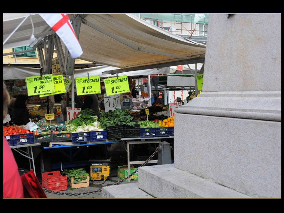 Place du marché et le Palais de justice