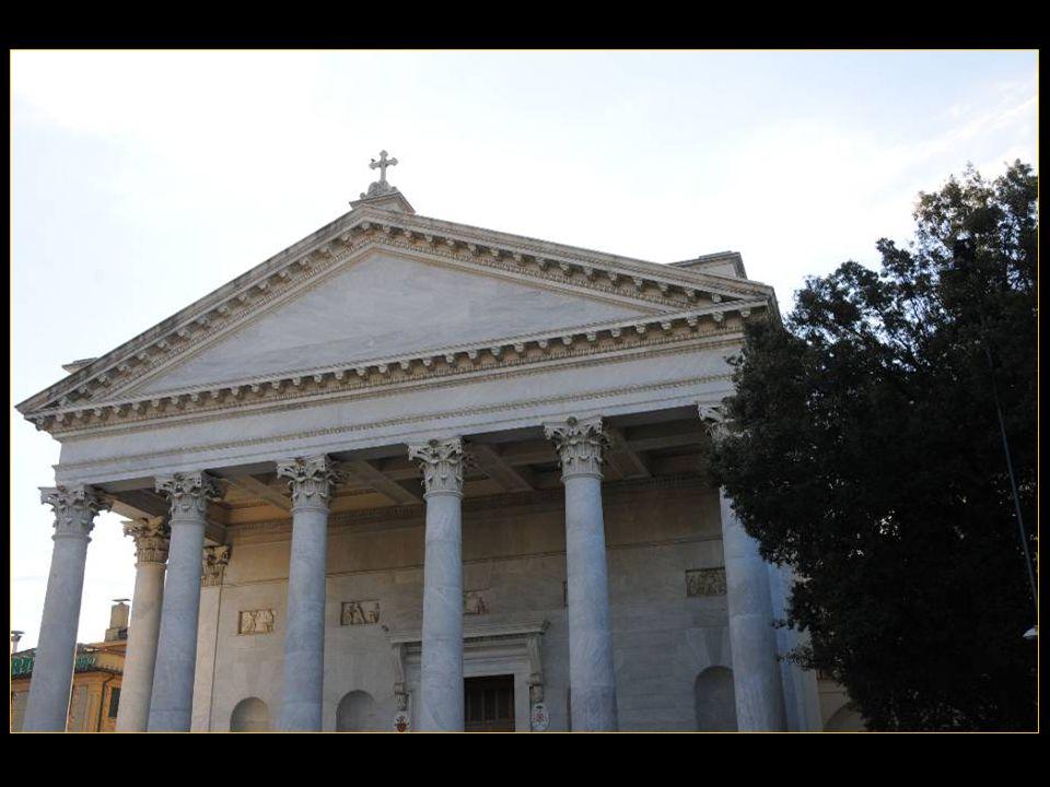 Larchitecte Luigi Poletti (1792-1869) Réalisa en 1836 le Pronaos de la Cathédrale Nostra Signora DellOrto de Chiavari