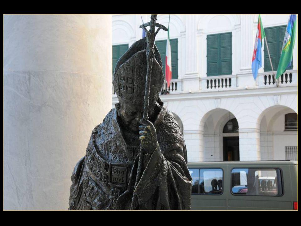 La statue en Hommage au Pape Jean-Paul II