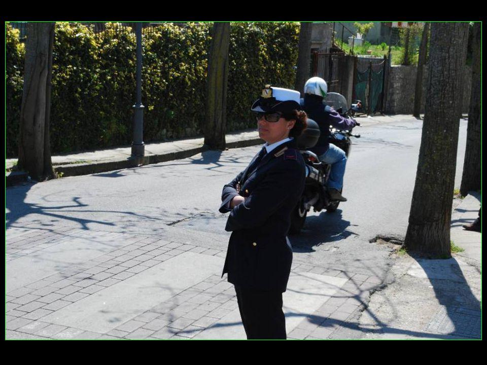 sous la surveillance de Madame la policière