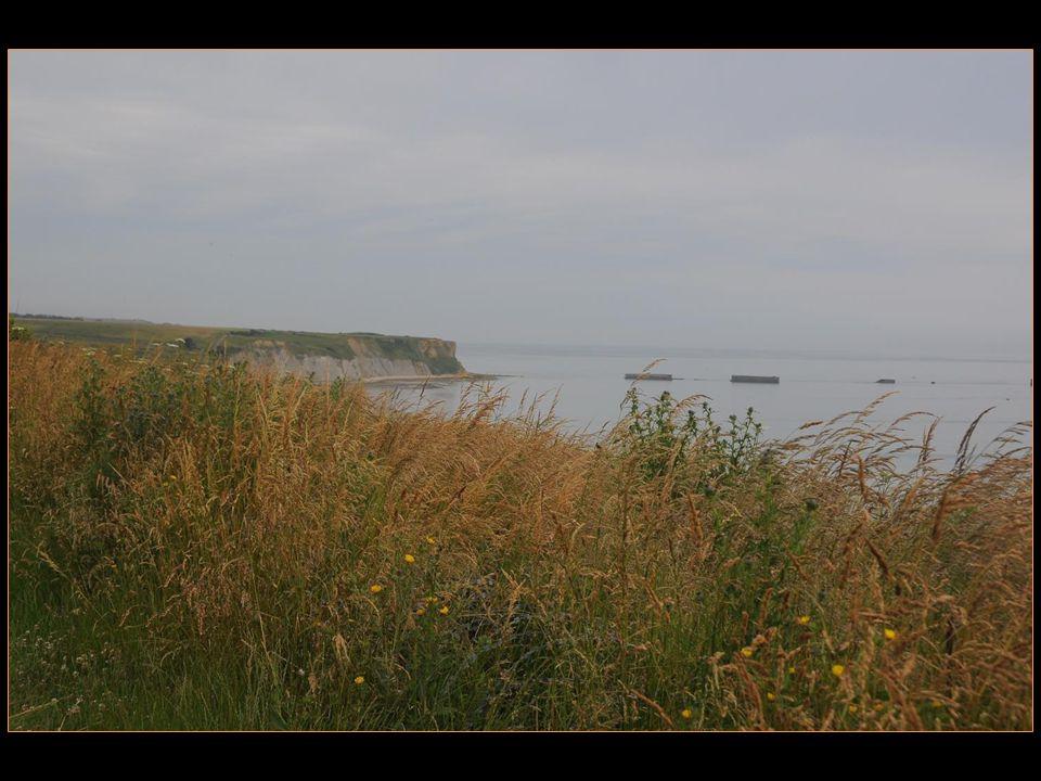 La plage Gold Beach, confiée aux Britanniques ( 30 e corps ) fut conquise sans trop de difficultés.
