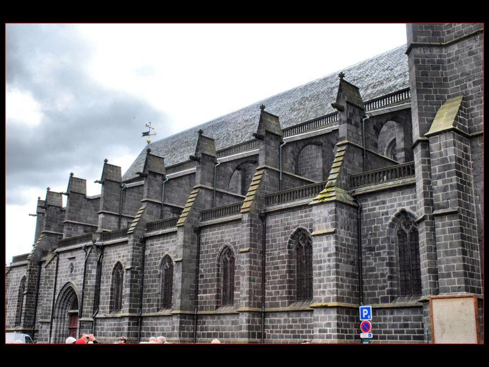 Saint-Flour ne construira sa célèbre Cathédrale quau XV me siècle