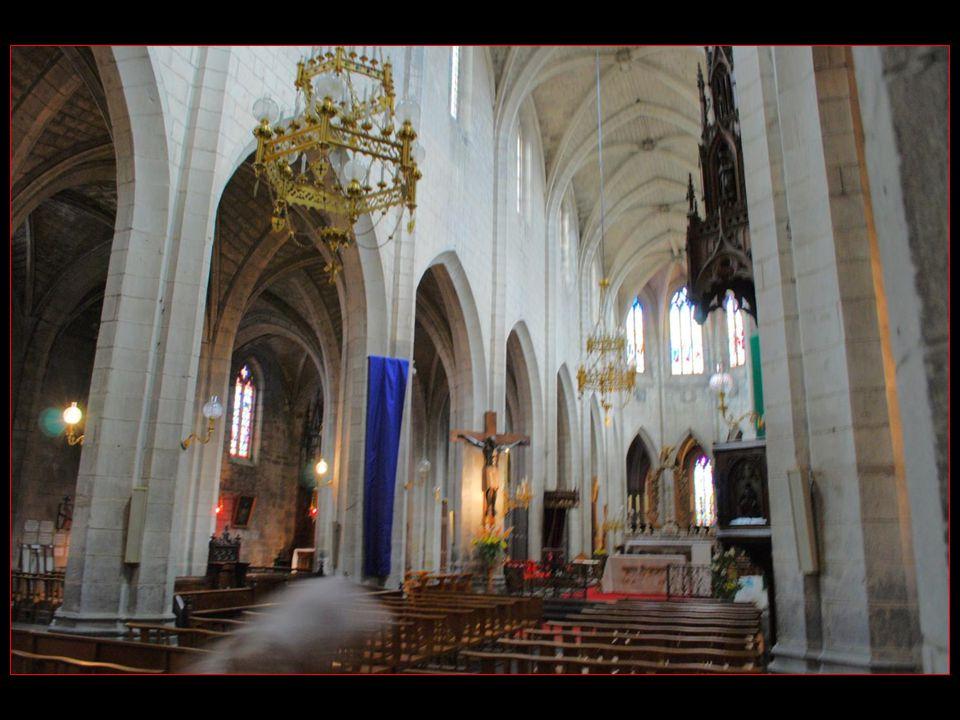 La Cathédrale Saint-Pierre, de style gothique, abrite des trésors