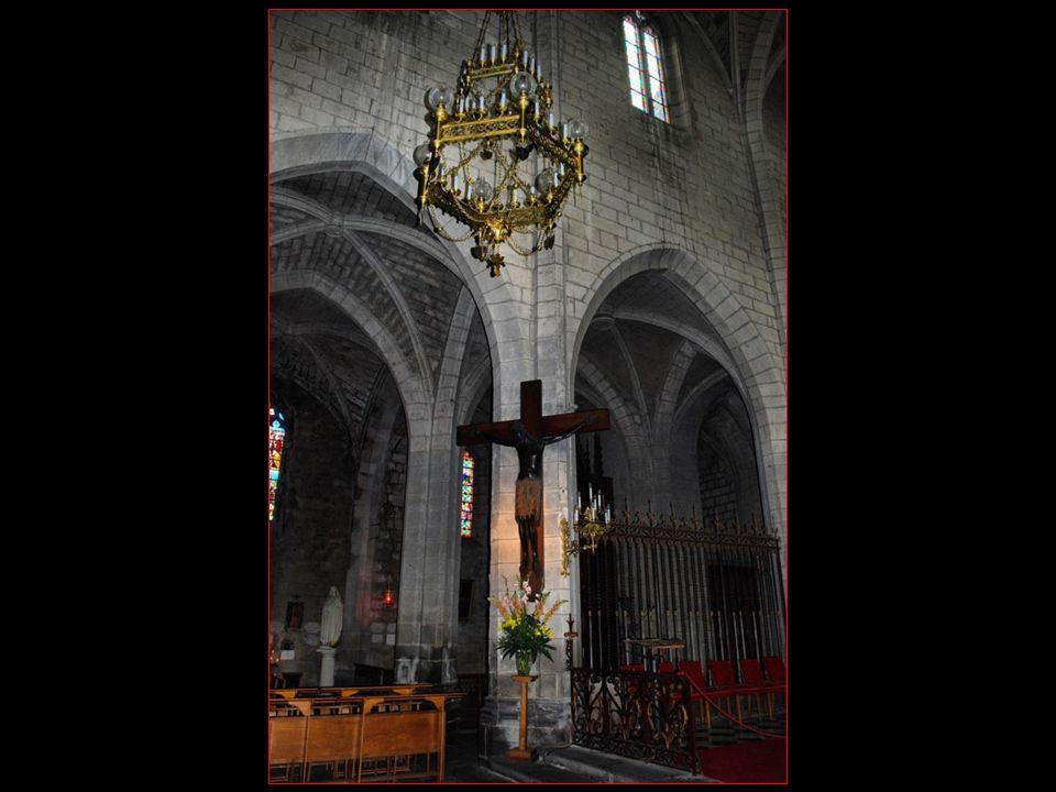comme le célèbre Christ noir, des vitraux de lhistoire de Florus, des fresques de lenfer et du purgatoire