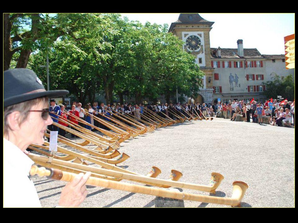 Au pied de la Porte de Berne attaquons le Festival de la POYA