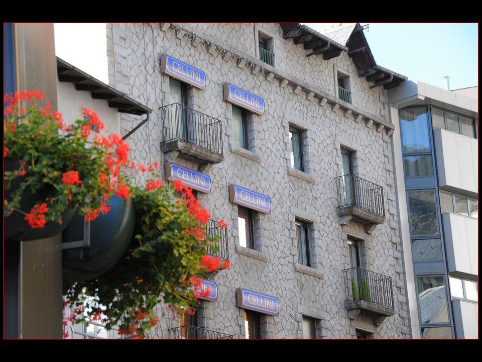 Andorre-la-Vieille compte environ 25000 habitants