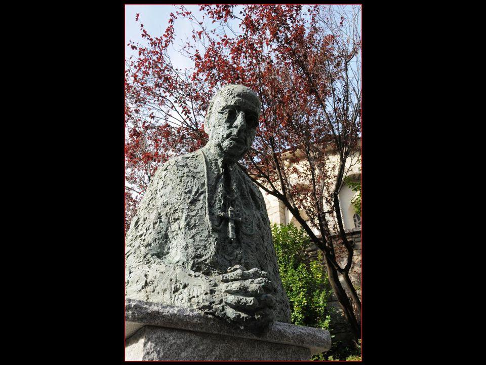 Le monument en mémoire de Mons. Justi Guitart Bisbe dUrgell i Coprincep d Andorre 1920 - 1940