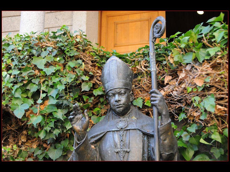 Le Pape Benoît XV le créa cardinal prêtre de Santa Maria in Aracoeli dans le consistoire du 07 mars 1921