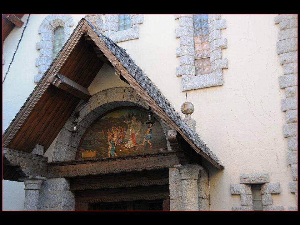 Eglise Sant Esteve La porte située sur le côté