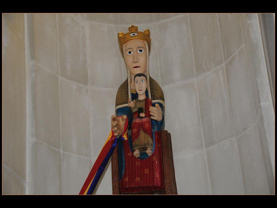 Dans le nouveau sanctuaire De meritxell, créé par Ricardo Bofill en 1976, On peut y admirer une réplique De cette Vierge de Meritxell, œuvre du Sculpt