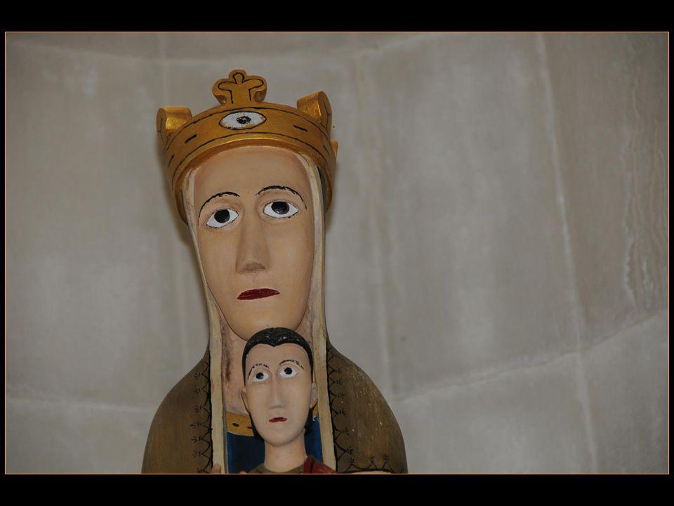 Légende (suite) : La statue est placée dans léglise De Canillo puis dans léglise dEncamp, mais Chaque fois elle disparait et ensuite Retrouvée sous le