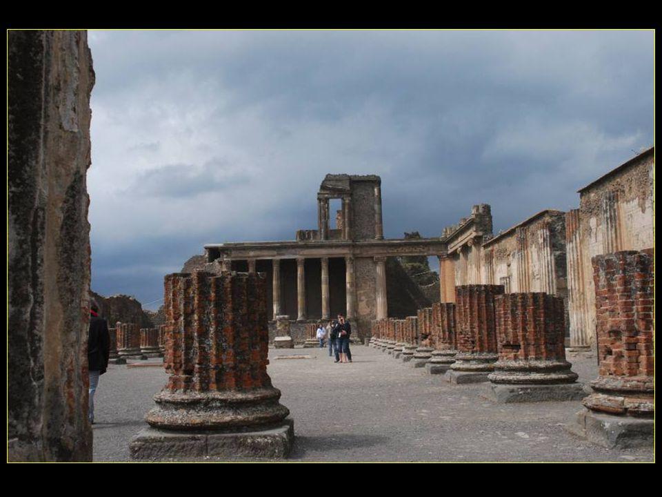 Basilica La Basilique fut construite en deuxième moitié du II me siècle avant J.C.