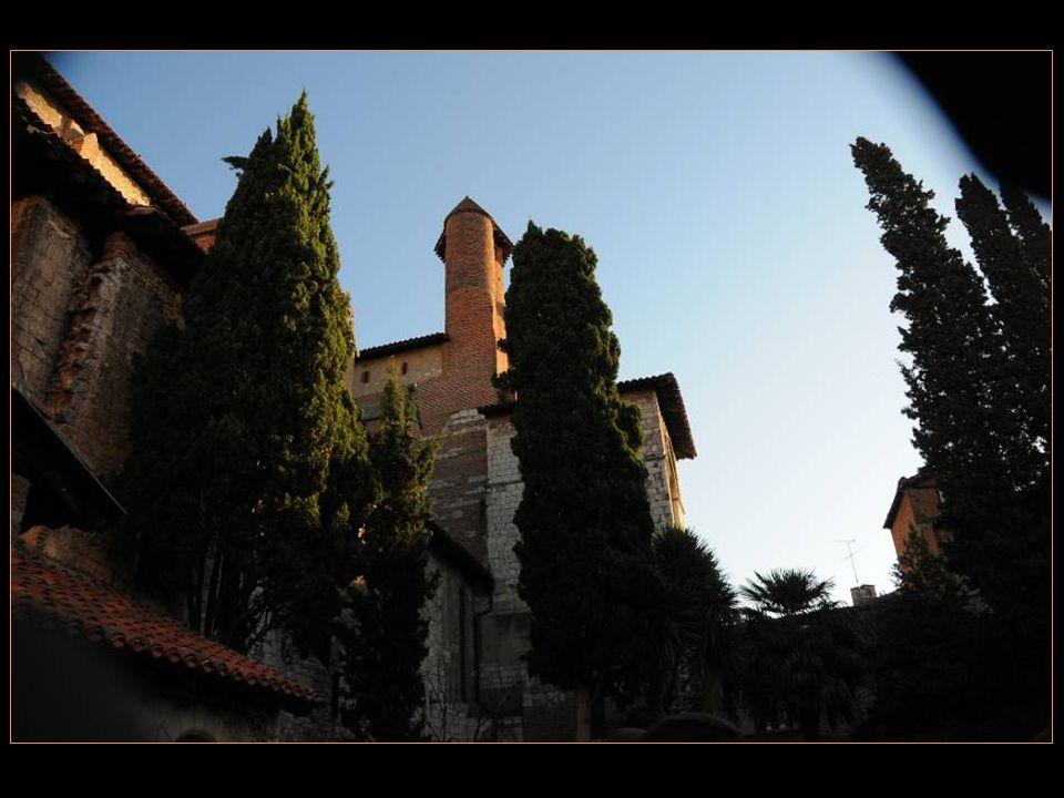 Le cloître Saint - Salvi Reconstruit En 1270