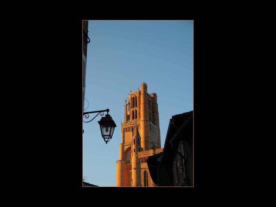 Place sainte-Cécile Avec la cathédrale Sainte-Cécile Et le Palais de la Berbie