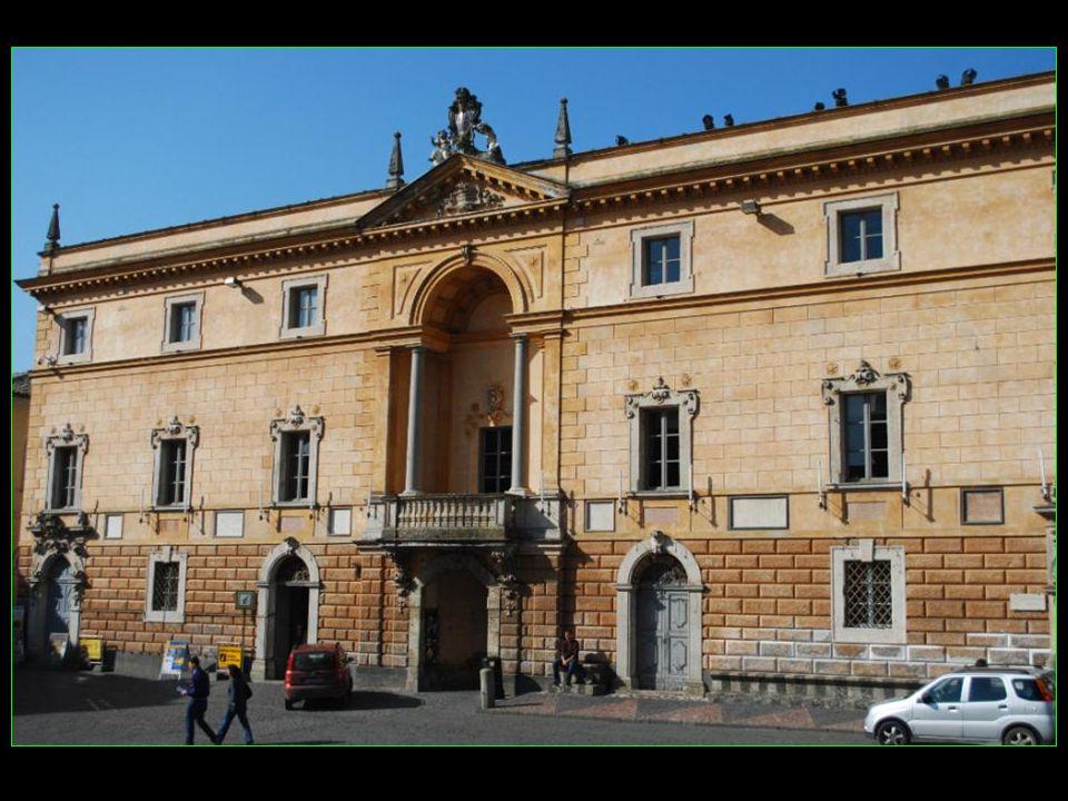 Orvieto est une Commune italienne de 21100 habitants située dans la Province de Terni, dans la région de lOmbrie