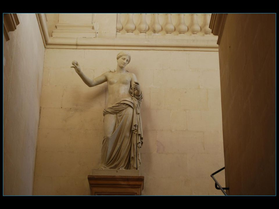 Vénus dArles, original au Louvre, découverte en 1651 dans la fouille des vestiges romains du Théâtre antique dArles