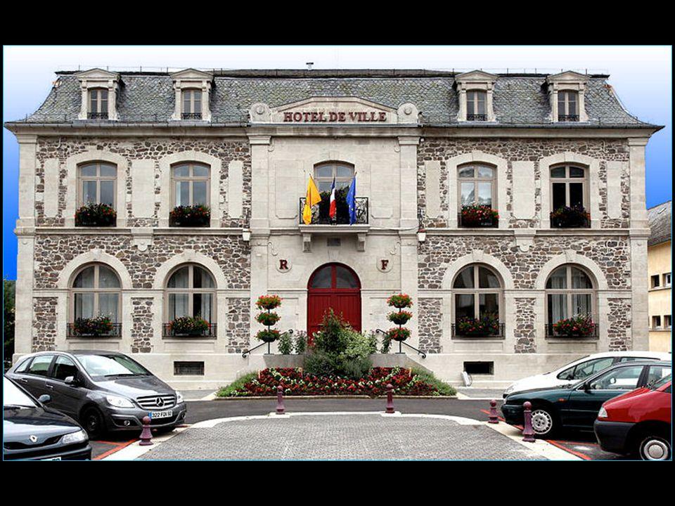 2000 Martini cède la gentiane Avèze à Boisset, vins et spiritueux, à Nuits-Saint-Georges.
