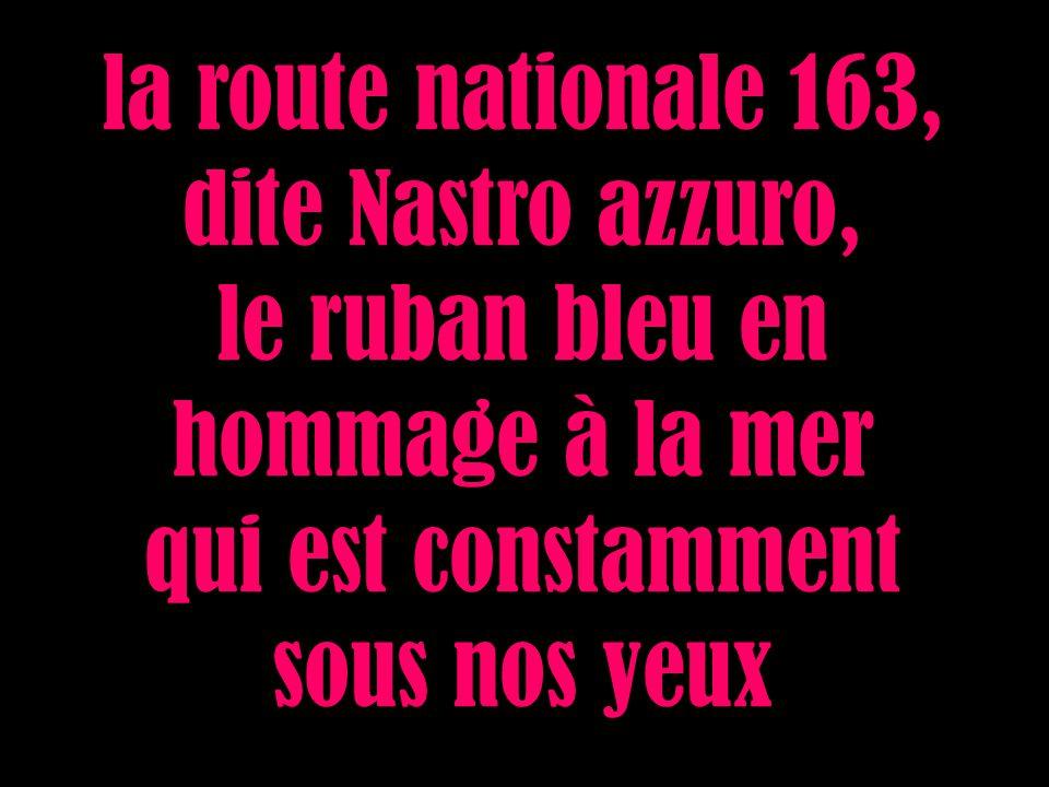 la route nationale 163, dite Nastro azzuro, le ruban bleu en hommage à la mer qui est constamment sous nos yeux