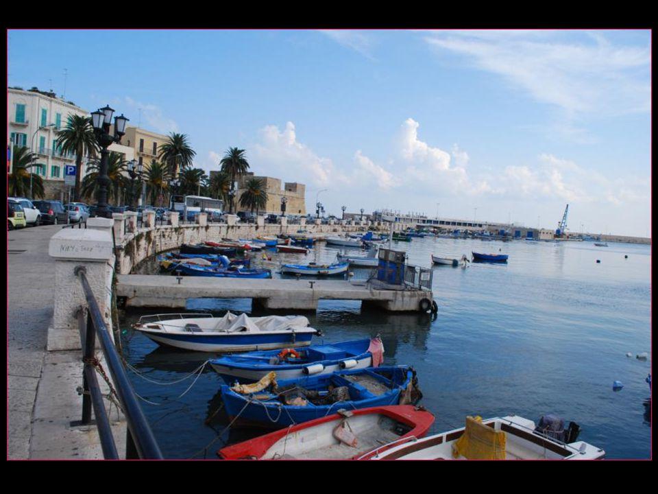 Bari vient du latin Barium et est dorigine byzantine