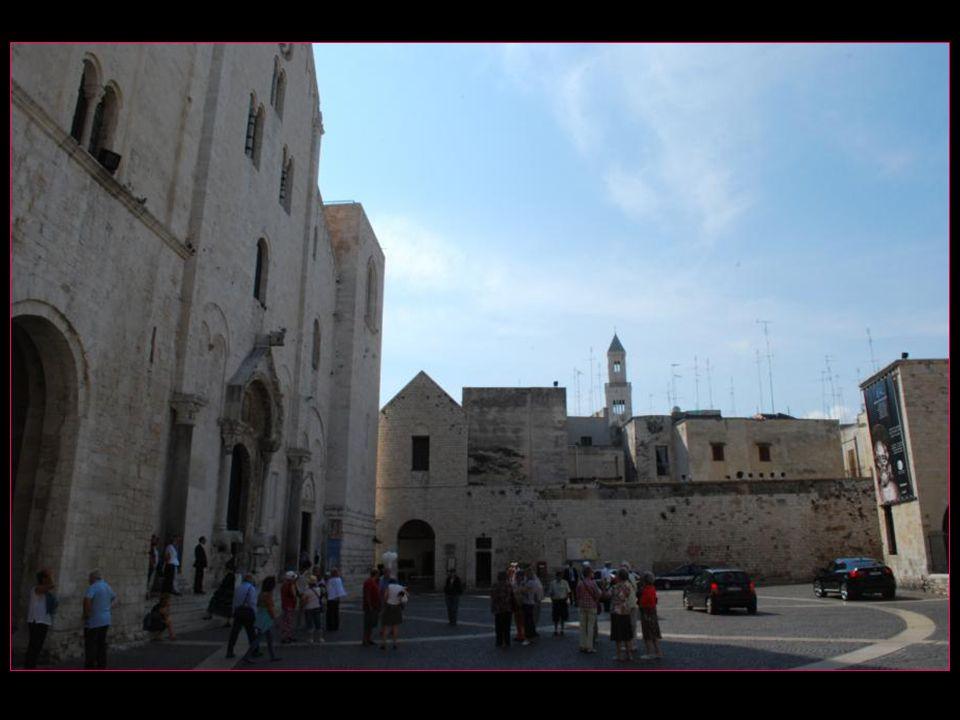 Place et Basilique San Nicola