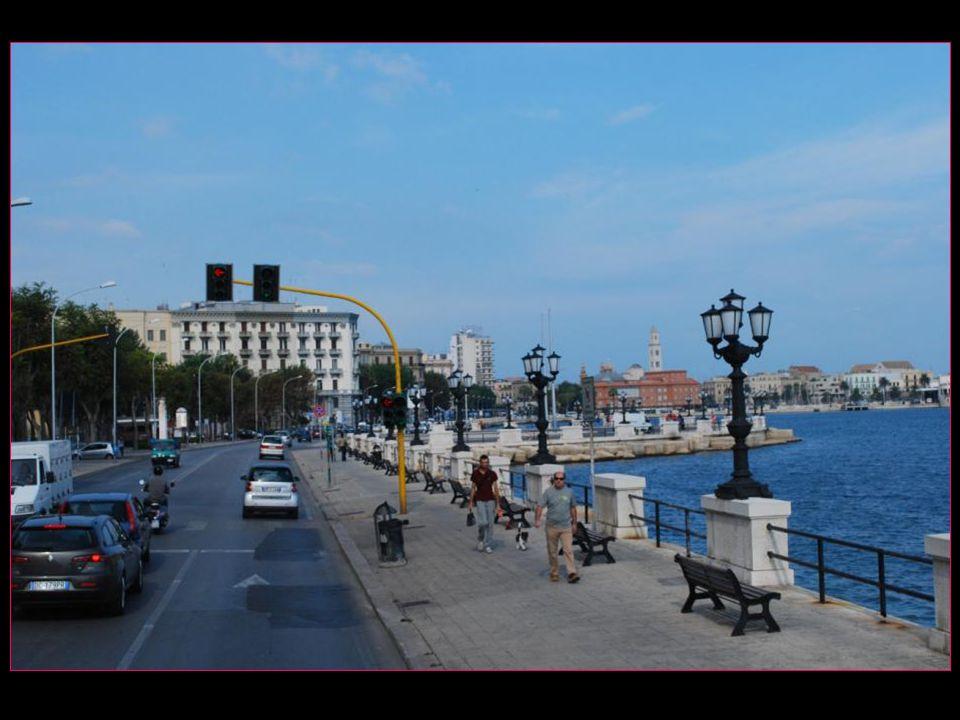 notre car arrive à Bari