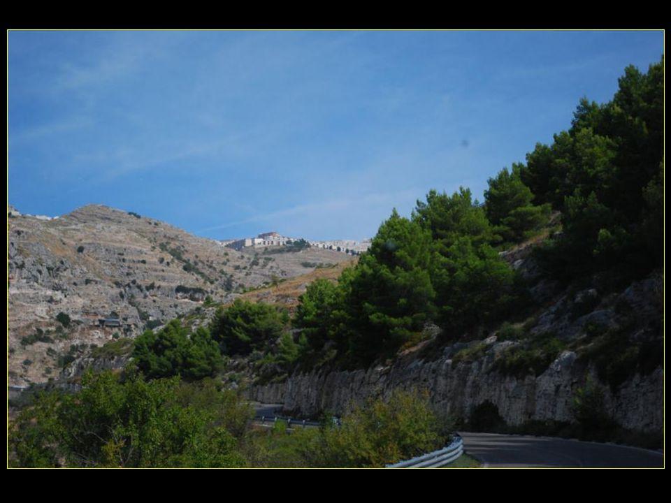 Au haut du Promontoire du Gargano voilà Monte Sant Angelo à 803 m daltitude