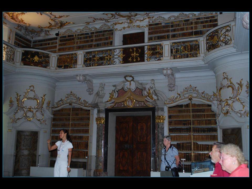 afin daller visiter la remarquable bibliothèque