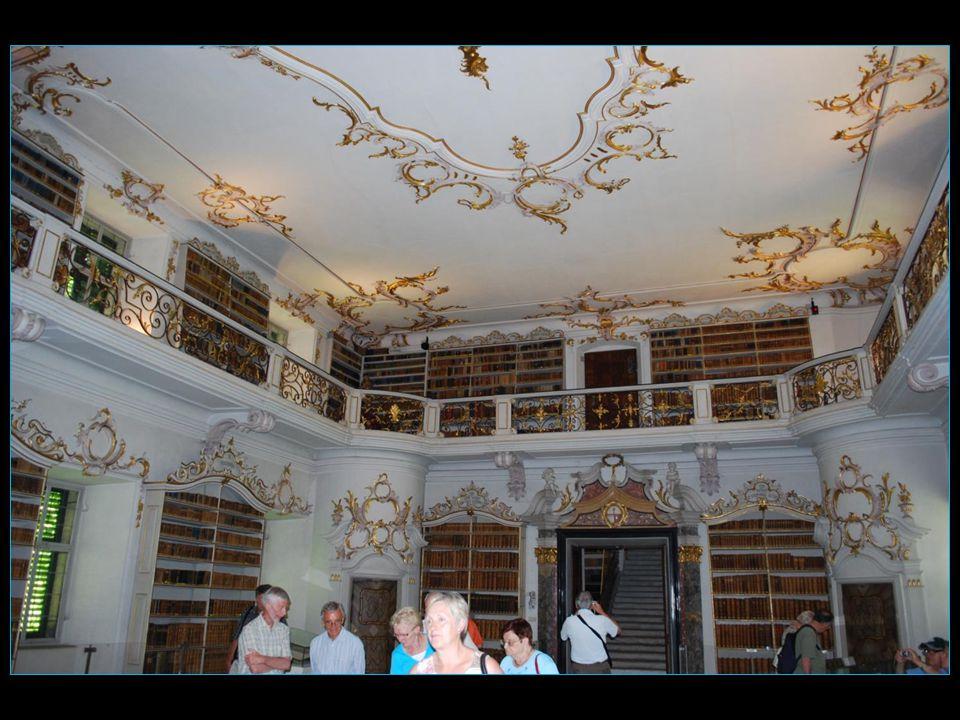 La bibliothèque de Giuseppe Sartori est pleine de documents rares et anciens
