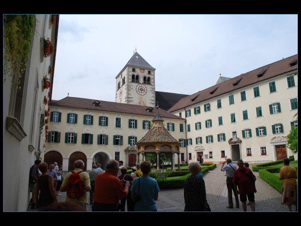 LAbbaye de Novacella construite du XII au XVI me siècle