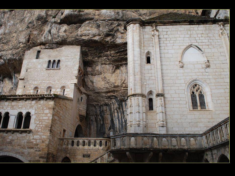 Selon la légende, Roland sentant sa fin approcher a appelé à laide larchange Saint Michel