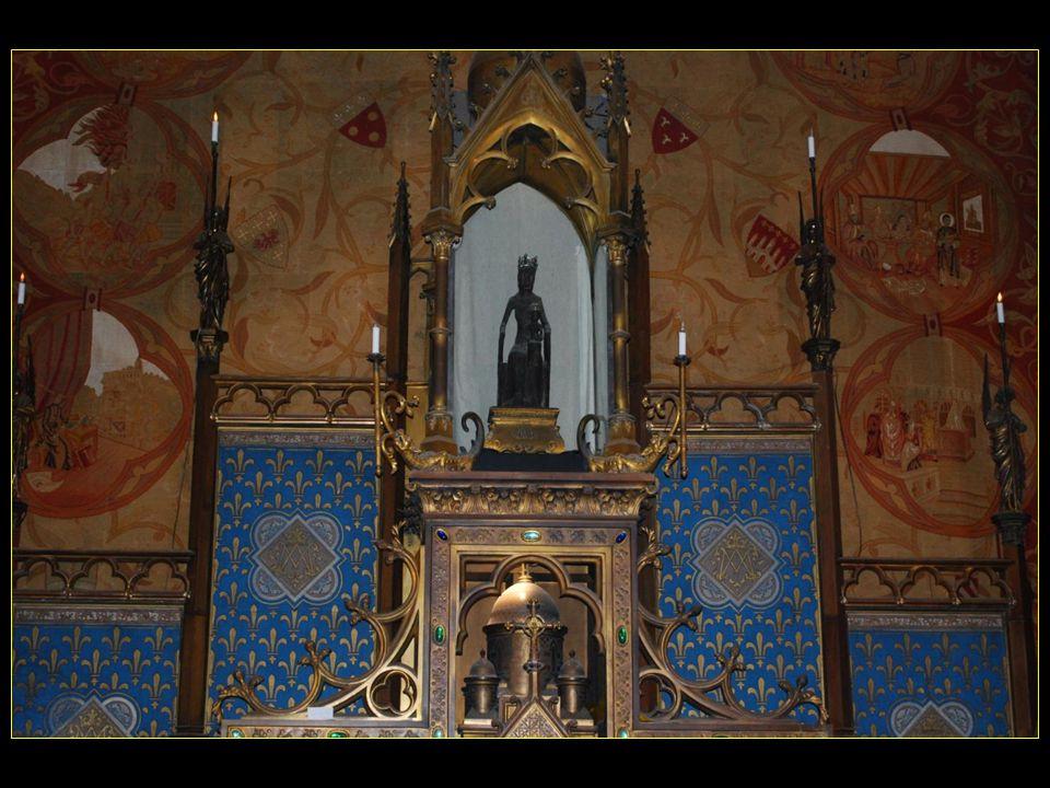 La statue de la Vierge noire date du XII me siècle
