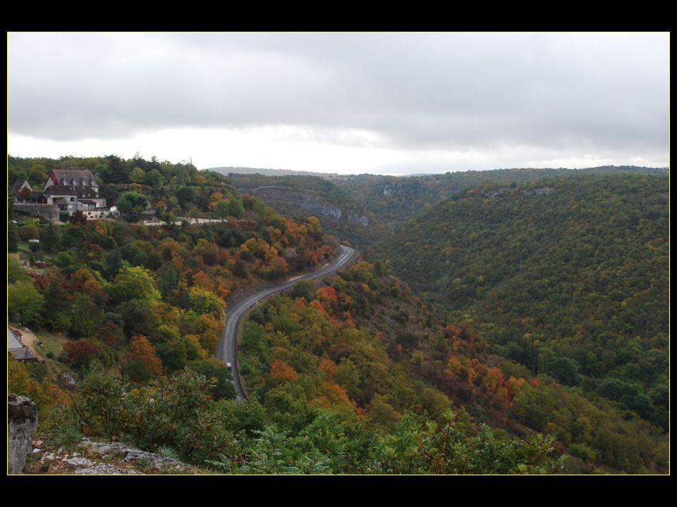 Vue sur la vallée de lAlzou