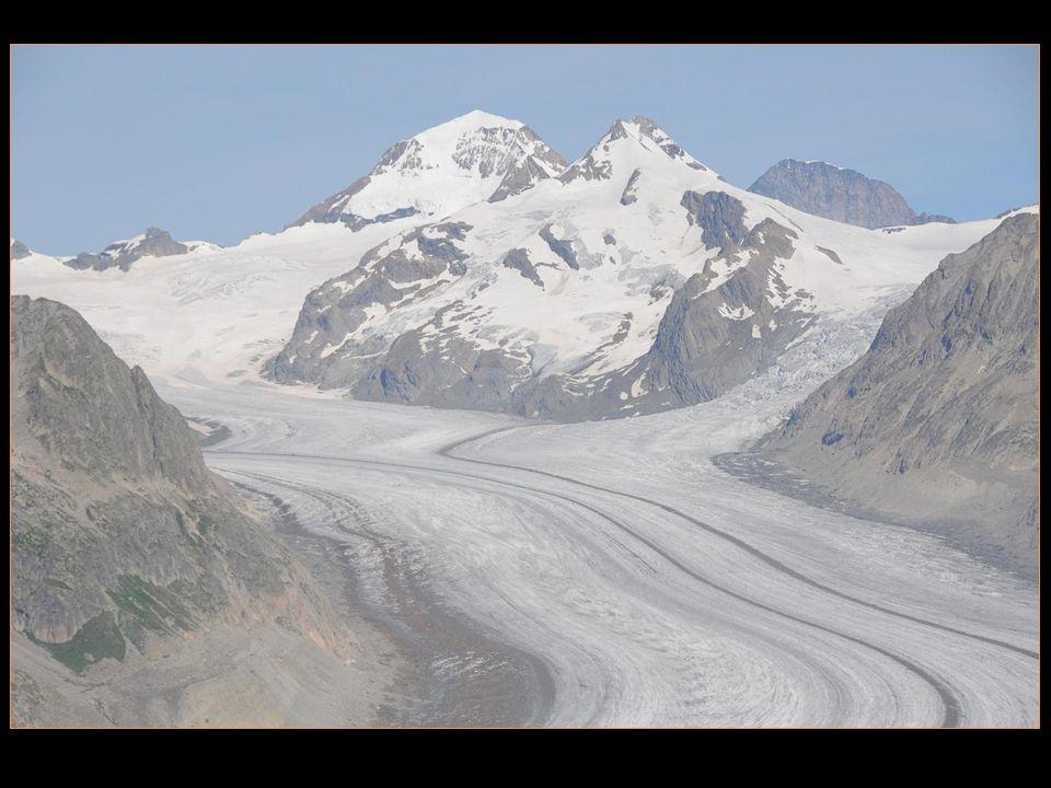 neufs sommets qui lentourent ont plus de 4000 m