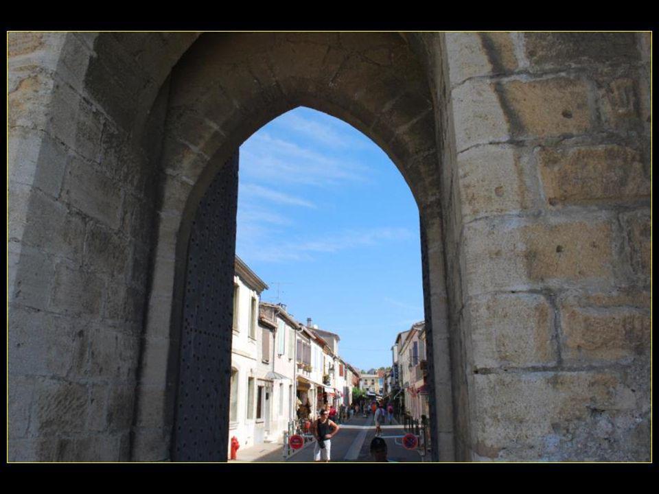 Aigues–Mortes en occitan signifie eaux mortes et stagnantes