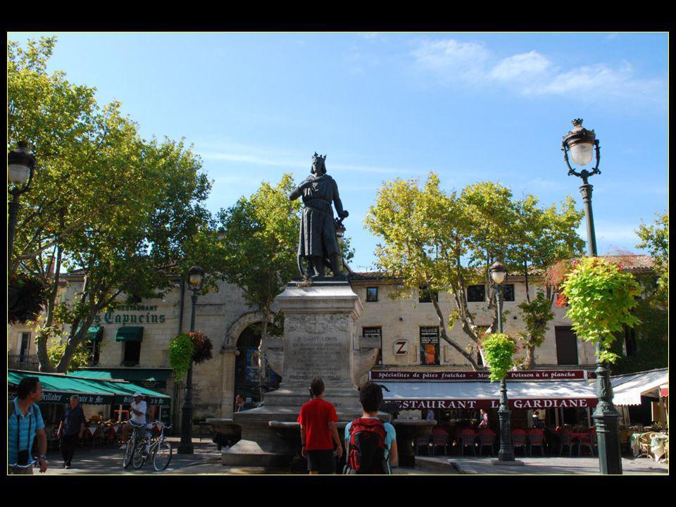 Louis IX part pour les croisades depuis Aigues Mortes, soit la : 7me croisade en 1248 et la 8me croisade en 1270 pour Tunis où il meurt de dysenterie