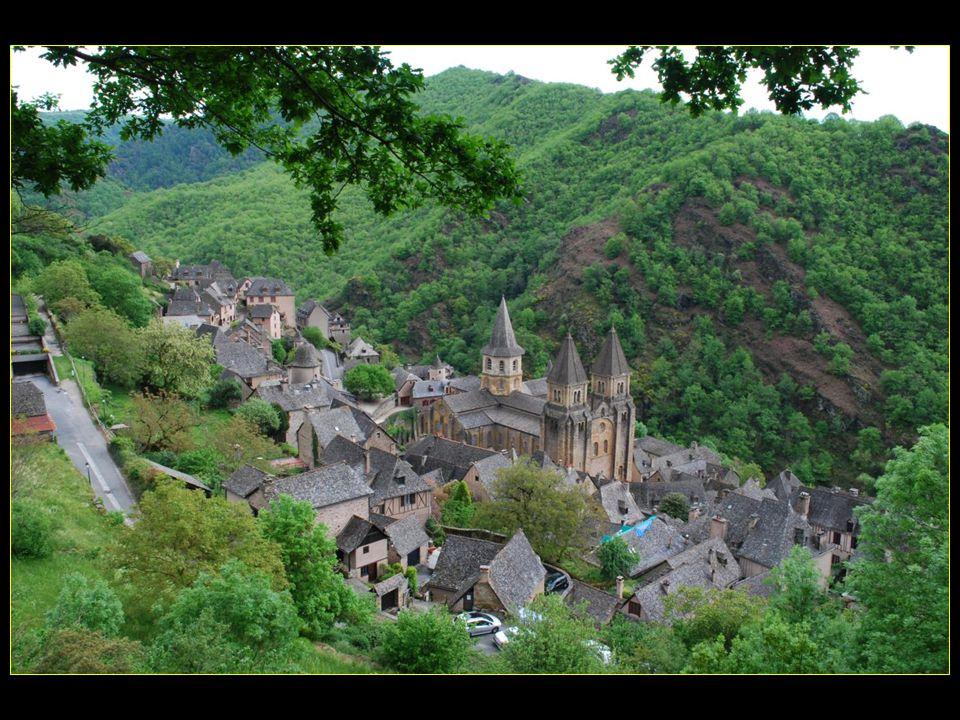village au confluent du Dourdou et de lOuche, qui forment à cet endroit une sorte de coquille (concas en occitan) qui aurait donné son nom au village